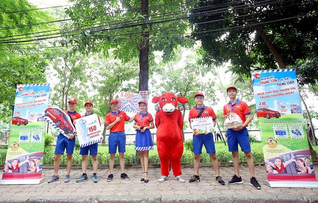 """Đường phố Hà Nội """" náo nhiệt """" với hàng trăm chuyến du lịch Singapore hấp dẫn từ Con Bò Cười - Ảnh 5."""