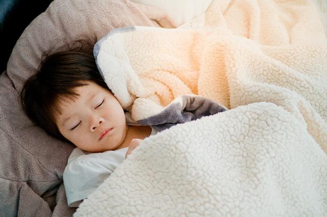 Tư vấn trực tuyến cùng chuyên gia: Tại sao ngủ ngon giúp bé thông minh hơn?  - Ảnh 2.