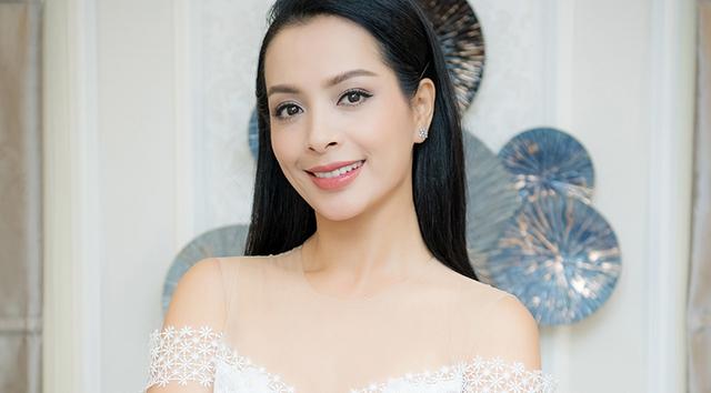 Sốc trước khuôn mặt Vline trẻ trung của cựu người mẫu Thúy Hằng khi đã ngoài 40. - Ảnh 1.
