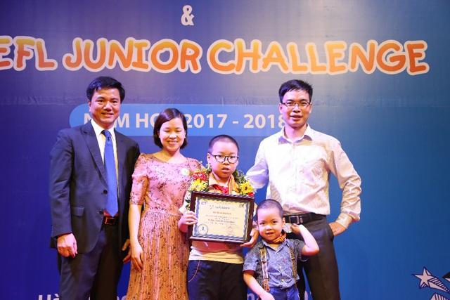 Không vì giải thưởng, phụ huynh Hà Nội năm nào cũng cho con đi thi TOEFL Challenge vì những lý do này - Ảnh 2.