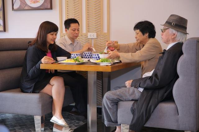 Hẹn hò ở tiệm mì Quảng đậm chất Hội An giữa lòng Hà Nội - Ảnh 2.