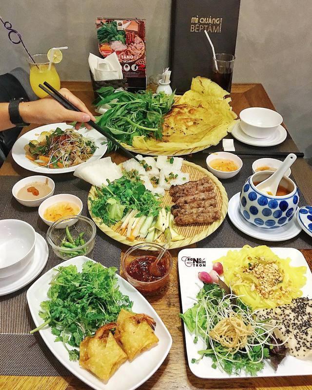 Hẹn hò ở tiệm mì Quảng đậm chất Hội An giữa lòng Hà Nội - Ảnh 4.