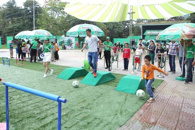 Ngoài thể chất, con trẻ còn rèn luyện được5 phẩm chấtcần thiếtnhờ tập bóng đá - Ảnh 1.