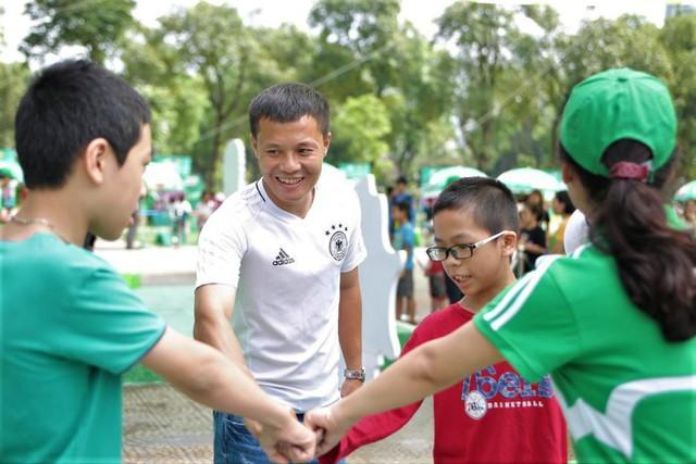 Ngoài thể chất, con trẻ còn rèn luyện được5 phẩm chấtcần thiếtnhờ tập bóng đá - Ảnh 2.