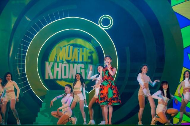 """Sơn Tùng M-TP, Hồ Ngọc Hà cùng dàn ca sĩ hot """"phá đảo"""" sân khấu mùa hè bằng loạt hit - Ảnh 5."""