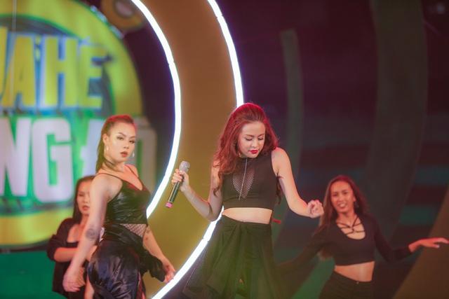 """Sơn Tùng M-TP, Hồ Ngọc Hà cùng dàn ca sĩ hot """"phá đảo"""" sân khấu mùa hè bằng loạt hit - Ảnh 7."""