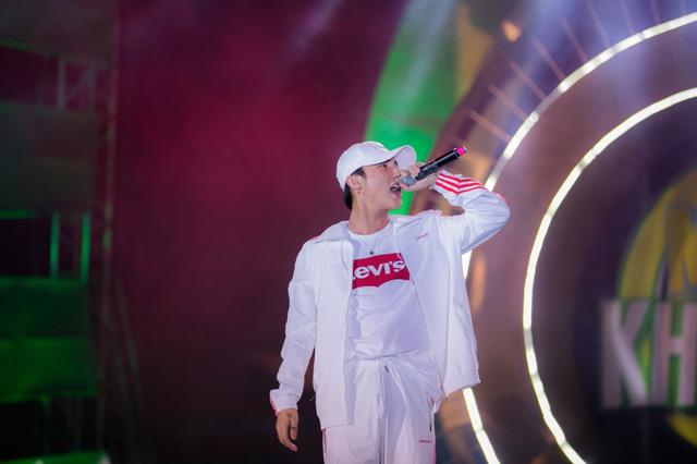 """Sơn Tùng M-TP, Hồ Ngọc Hà cùng dàn ca sĩ hot """"phá đảo"""" sân khấu mùa hè bằng loạt hit - Ảnh 9."""