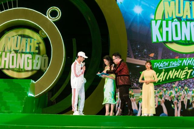 """Sơn Tùng M-TP, Hồ Ngọc Hà cùng dàn ca sĩ hot """"phá đảo"""" sân khấu mùa hè bằng loạt hit - Ảnh 10."""