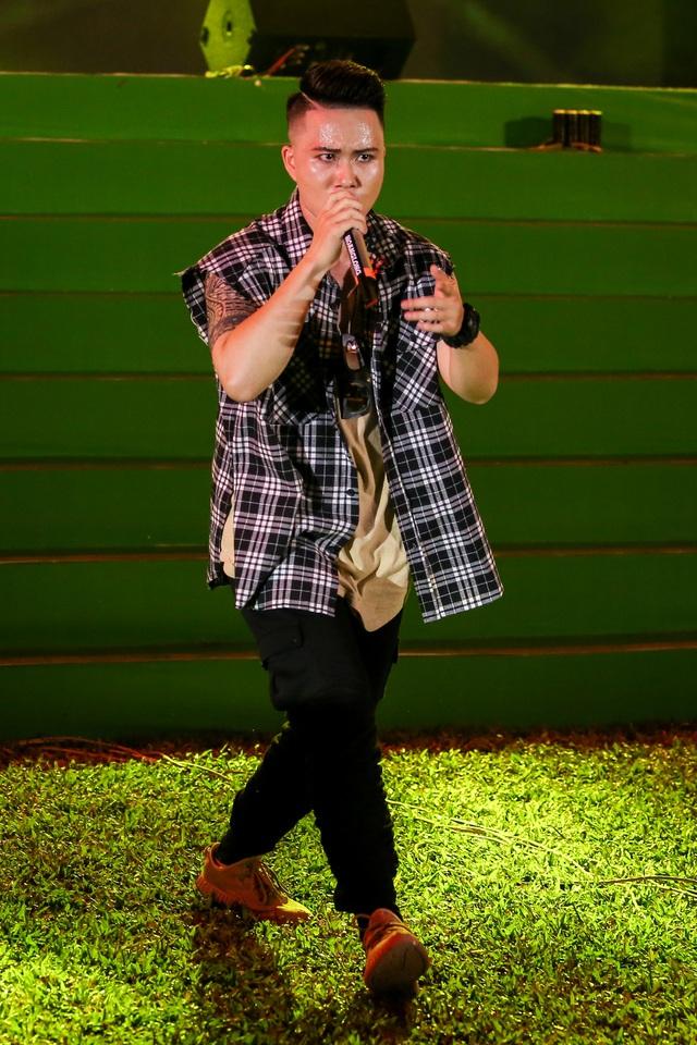 """Sơn Tùng M-TP, Hồ Ngọc Hà cùng dàn ca sĩ hot """"phá đảo"""" sân khấu mùa hè bằng loạt hit - Ảnh 14."""