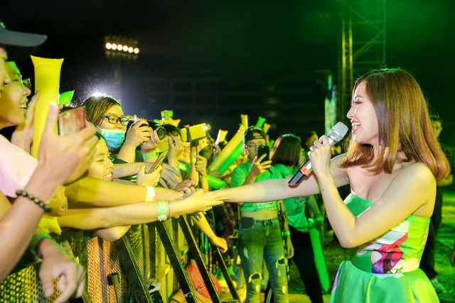 """Sơn Tùng M-TP, Hồ Ngọc Hà cùng dàn ca sĩ hot """"phá đảo"""" sân khấu mùa hè bằng loạt hit - Ảnh 19."""