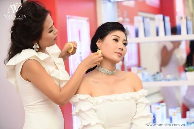 Thanh Hương, Bảo Thanh tự tin xóa bỏ lớp makeup ngay trong sự kiện - Ảnh 4.