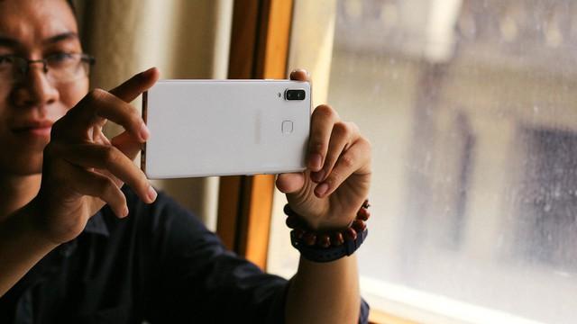 Camera 24 MP f1.7 và 16 MP f1.7 trên Galaxy A8 Star là cụm camera kép có độ phân giải lớn nhất trong các dòng máy hiện tại của Samsung