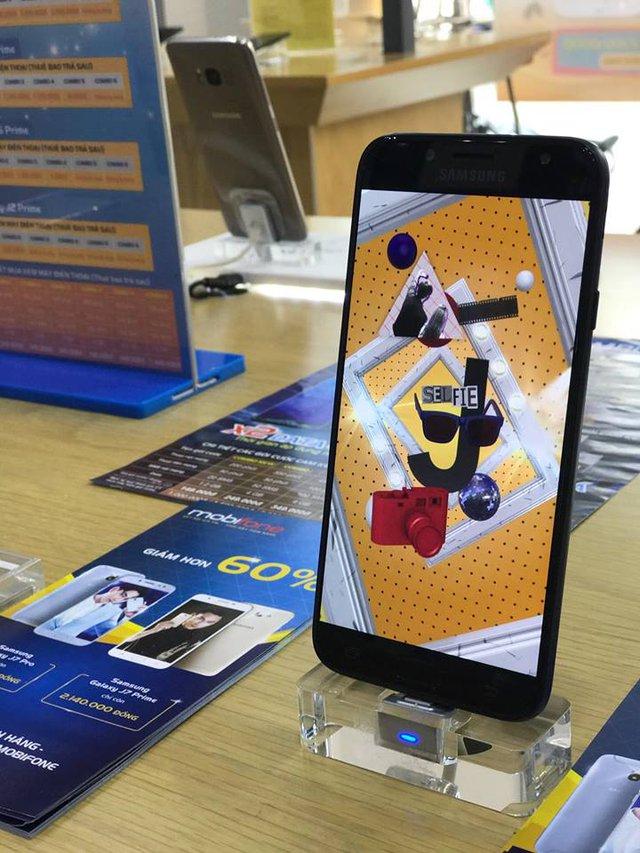"""Giảm giá hơn 50%, Samsung Galaxy J7 Pro """"cháy hàng"""" tại các cửa hàng MobiFone - Ảnh 1."""
