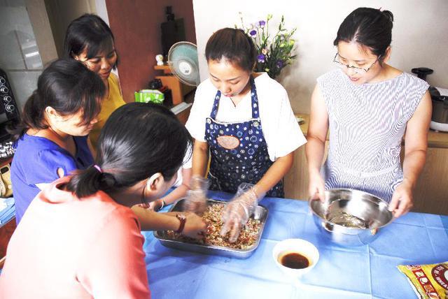 Hương Socola – Nữ y tá nổi tiếng với lớp dạy làm bánh Trung thu cổ truyền cực chất - Ảnh 7.