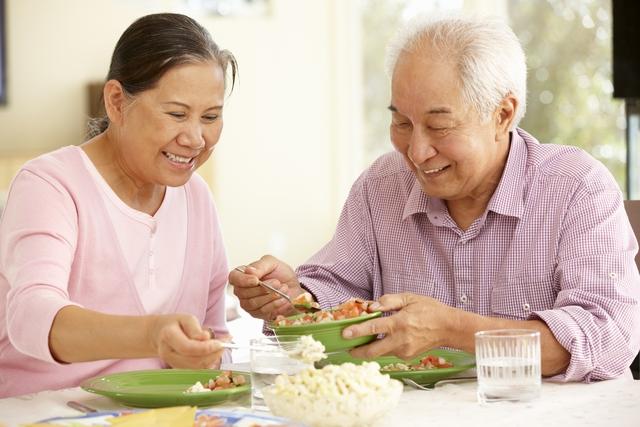 Chăm sóc người già sau tai biến: Ngoài phương pháp đúng đắn, cần đề cao tính tự chủ - Ảnh 1.