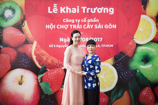 Hàng ngàn người giao lưu cùng danh hài Việt Hương tại Hội chợ trái cây Sài Gòn - Ảnh 3.