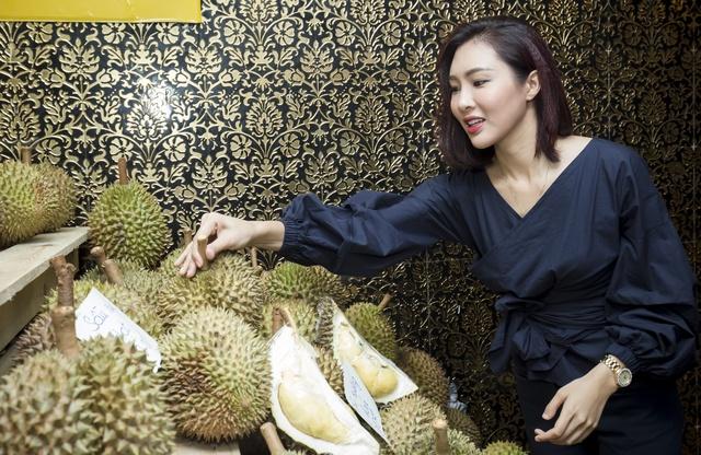 Hàng ngàn người giao lưu cùng danh hài Việt Hương tại Hội chợ trái cây Sài Gòn - Ảnh 4.
