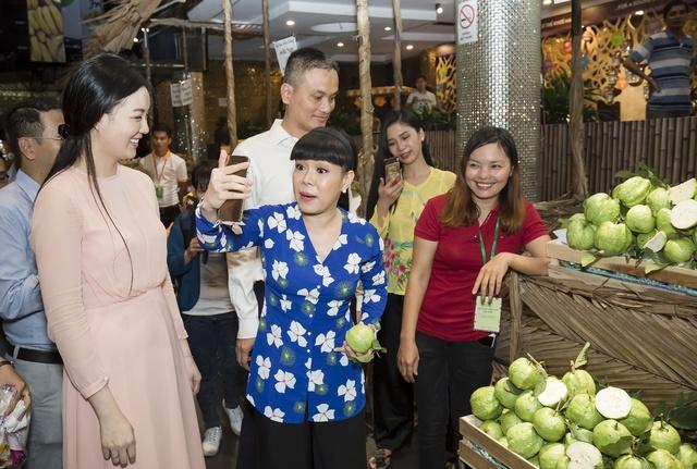 Hàng ngàn người giao lưu cùng danh hài Việt Hương tại Hội chợ trái cây Sài Gòn - Ảnh 6.