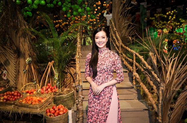 Hàng ngàn người giao lưu cùng danh hài Việt Hương tại Hội chợ trái cây Sài Gòn - Ảnh 8.