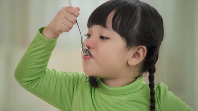 Bài thuốc yêu thương cho trẻ sơ sinh bị ho cảm - Ảnh 3.