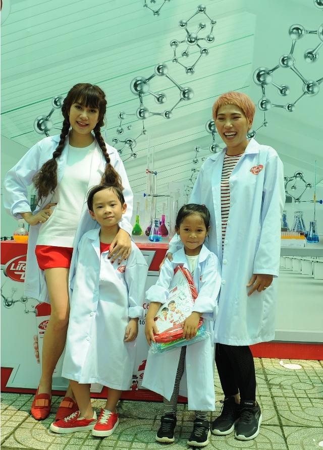 """Minh Hà và Uyên Bùi cùng con trải nghiệm 1 ngày làm """"nhà khoa học"""" - Ảnh 1."""