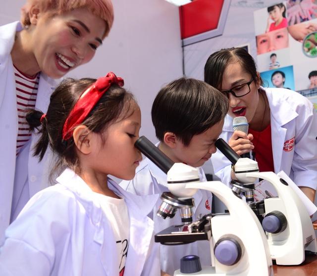 """Minh Hà và Uyên Bùi cùng con trải nghiệm 1 ngày làm """"nhà khoa học"""" - Ảnh 2."""