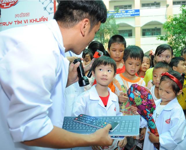 """Minh Hà và Uyên Bùi cùng con trải nghiệm 1 ngày làm """"nhà khoa học"""" - Ảnh 3."""