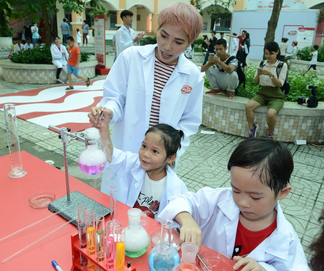"""Minh Hà và Uyên Bùi cùng con trải nghiệm 1 ngày làm """"nhà khoa học"""" - Ảnh 5."""