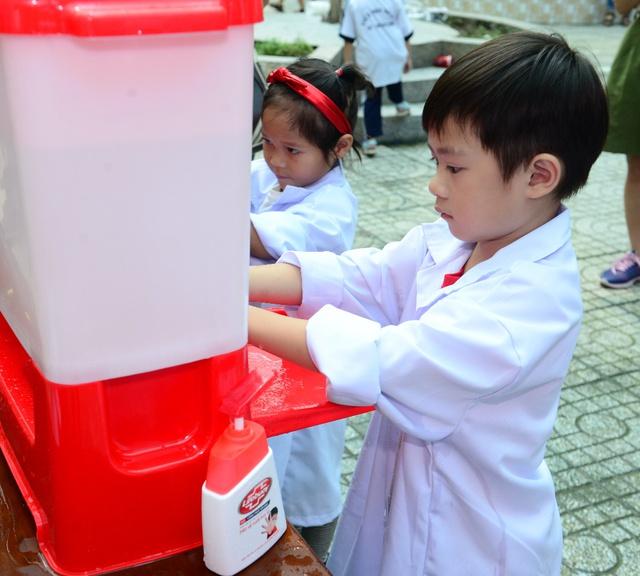 """Minh Hà và Uyên Bùi cùng con trải nghiệm 1 ngày làm """"nhà khoa học"""" - Ảnh 10."""