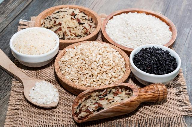 Muốn biết trẻ suy dinh dưỡng ăn gì để tăng cân? Mẹ đừng bỏ qua 5 thực phẩm này - Ảnh 1.