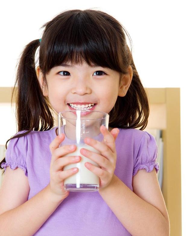Muốn biết trẻ suy dinh dưỡng ăn gì để tăng cân? Mẹ đừng bỏ qua 5 thực phẩm này - Ảnh 3.