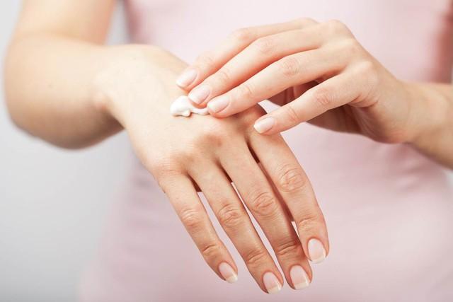 Mẹ dạy con gái cách chăm sóc vùng da dưới cánh tay hiệu quả - Ảnh 2.