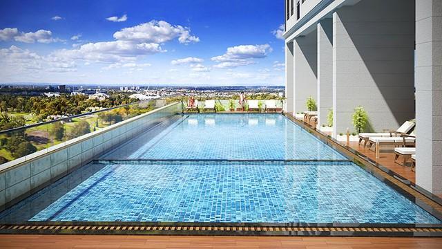 Khu bể bơi ngoài trời hiện đại.