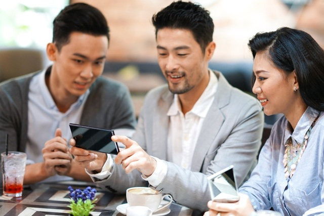 Xperia XZ Premium sở hữu sức mạnh cấu hình mạnh mẽ đáp ứng mượt mà việc chạy song song nhiều ứng dụng nặng, tiết kiệm tối đa thời gian quý giá của những doanh nhân bận rộn.