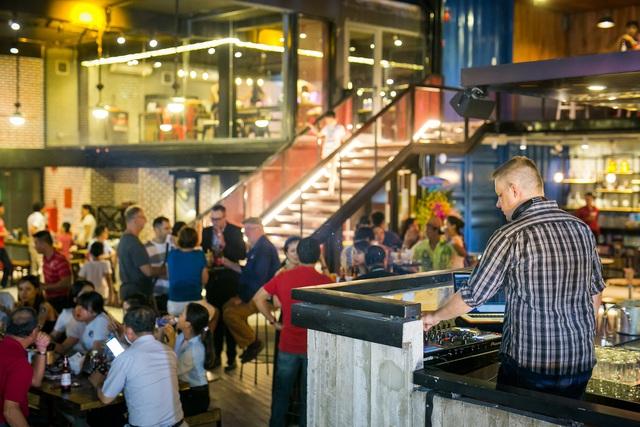 Holy Pig – Một trong những nhà hàng đầu tiên được đưa vào phục vụ du khách tại Cocobay.