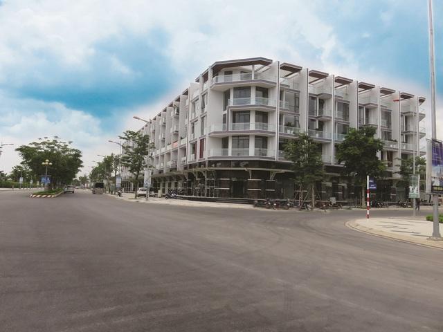 Tuyến nhà phố thương mại tại Khu đô thị Vạn Phúc thu hút giới đầu tư bởi lợi thế hạ tầng giao thông khu vực và nội khu.