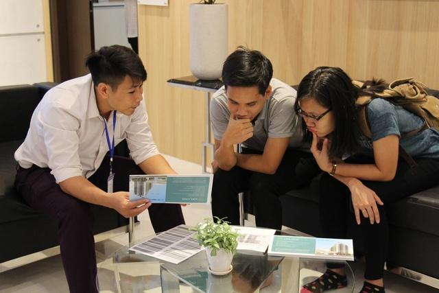 Khách hàng tìm hiểu dự án từ những tư vấn chuyên sâu.