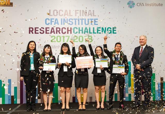 Nhà vô địch cuộc thi CFA Institute Research Challenge Việt Nam 2017 – 2018 – Đại học Ngoại thương – thành phố Hồ Chí Minh.
