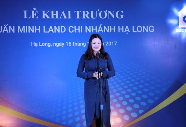 Bà Đinh Thị Ngọc Minh phát biểu tại buổi lễ và dành lời tri ân sâu sắc tới Quý khách mời đã luôn đồng hành, ủng hộ Tuấn Minh Land