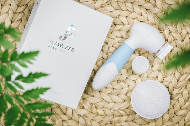 Sạch da, trẻ hóa với máy rửa mặt cọ Nano Flawless - Ảnh 4.