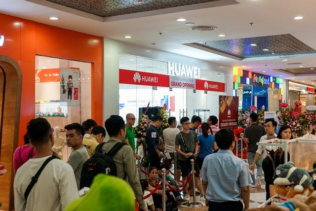 Cửa hàng trải nghiệm đầu tiên của Huawei đã có mặt ở Hà Nội: Mate RS Porsche Design, Matebook X Pro và hơn thế nữa… - Ảnh 15.