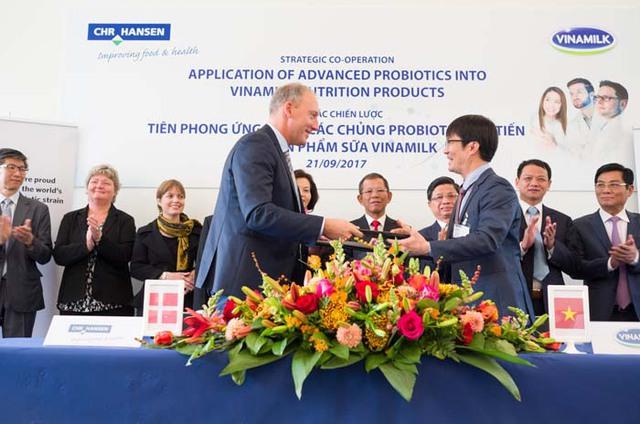 Vinamilk ký kết hợp tác chiến lược với tập đoàn dinh dưỡng hàng đầu Đan Mạch - Ảnh 2.