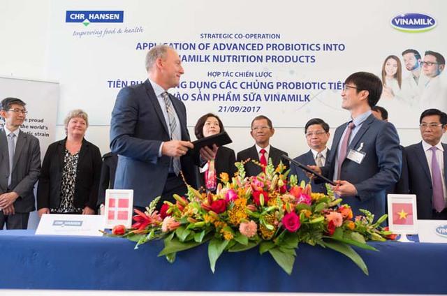 Vinamilk ký kết hợp tác chiến lược với tập đoàn dinh dưỡng hàng đầu Đan Mạch - Ảnh 3.