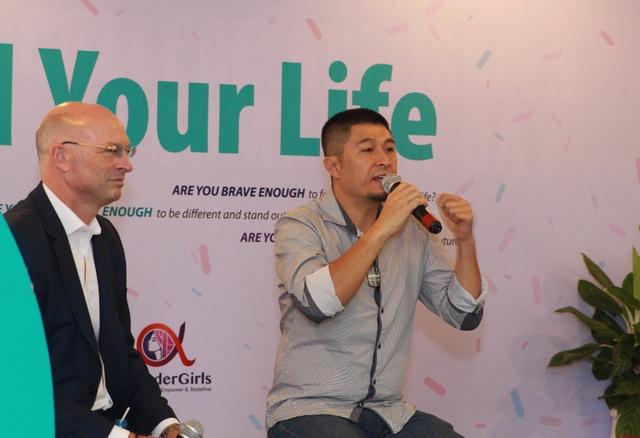 """Đạo diễn Charlie Nguyễn, MC Hoàng Oanh hào hứng """"truyền lửa"""" cho học sinh VAS - Ảnh 2."""