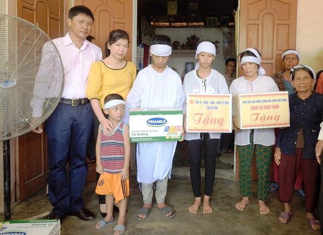 Vinamilk đem sữa đến với trẻ em vùng lũ tại Hà Tĩnh và Quảng Bình - Ảnh 3.