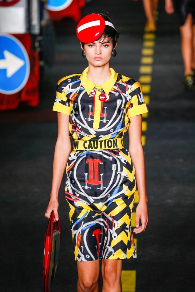 Chuẩn mới của thời trang: Phải lan tỏa đến mọi giác quan - Ảnh 2.