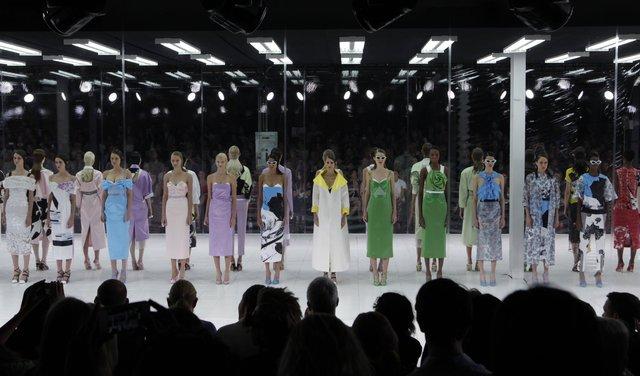Chuẩn mới của thời trang: Phải lan tỏa đến mọi giác quan - Ảnh 6.