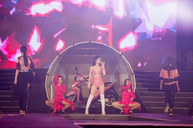 Mỹ Tâm, Đông Nhi, Tóc Tiên cùng hội tụ tại đại tiệc thời trang âm nhạc - Ảnh 2.