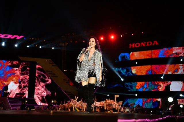 Mỹ Tâm, Đông Nhi, Tóc Tiên cùng hội tụ tại đại tiệc thời trang âm nhạc - Ảnh 3.