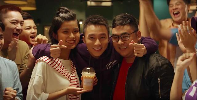 Ra đây mà xem Sơn Tùng M-TP lại đẹp điên đảo thế giới ảo trong clip mới - Ảnh 3.